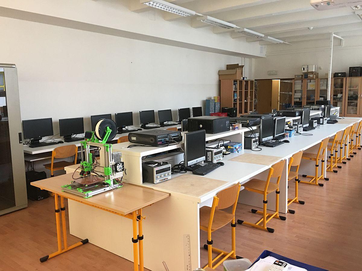 Škola pro techniky a ekonomy