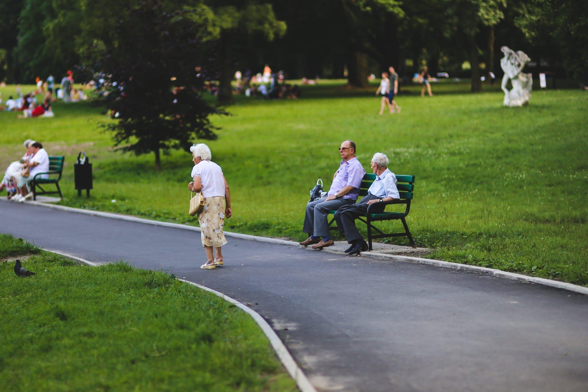 Jak se postarat o stárnoucí rodiče či prarodiče? Domov seniorů není jediným řešením