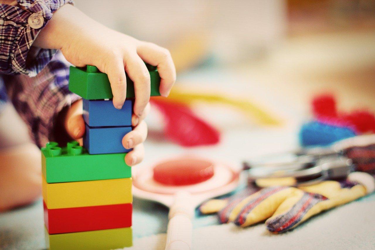 Jak pomoct dětem od trémy před besídkou