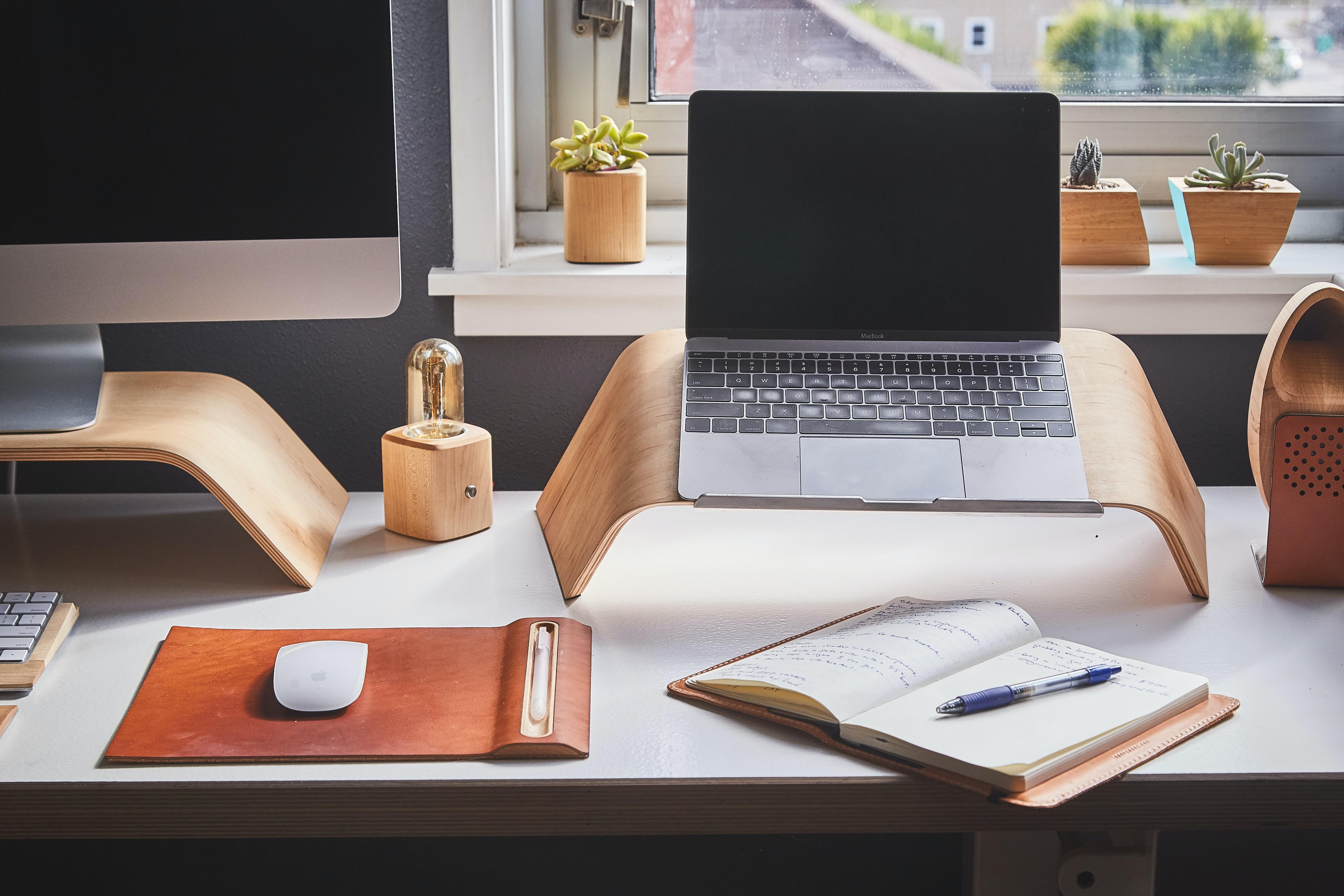 Jasně vymezený a uklizený prostor pro práci vám na home office pomůže se lépe soustředit