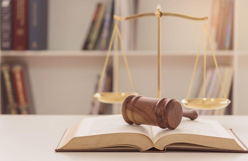 Ať jde o rozvod nebo o koupi nemovitosti, nechejte se zastoupit advokátem